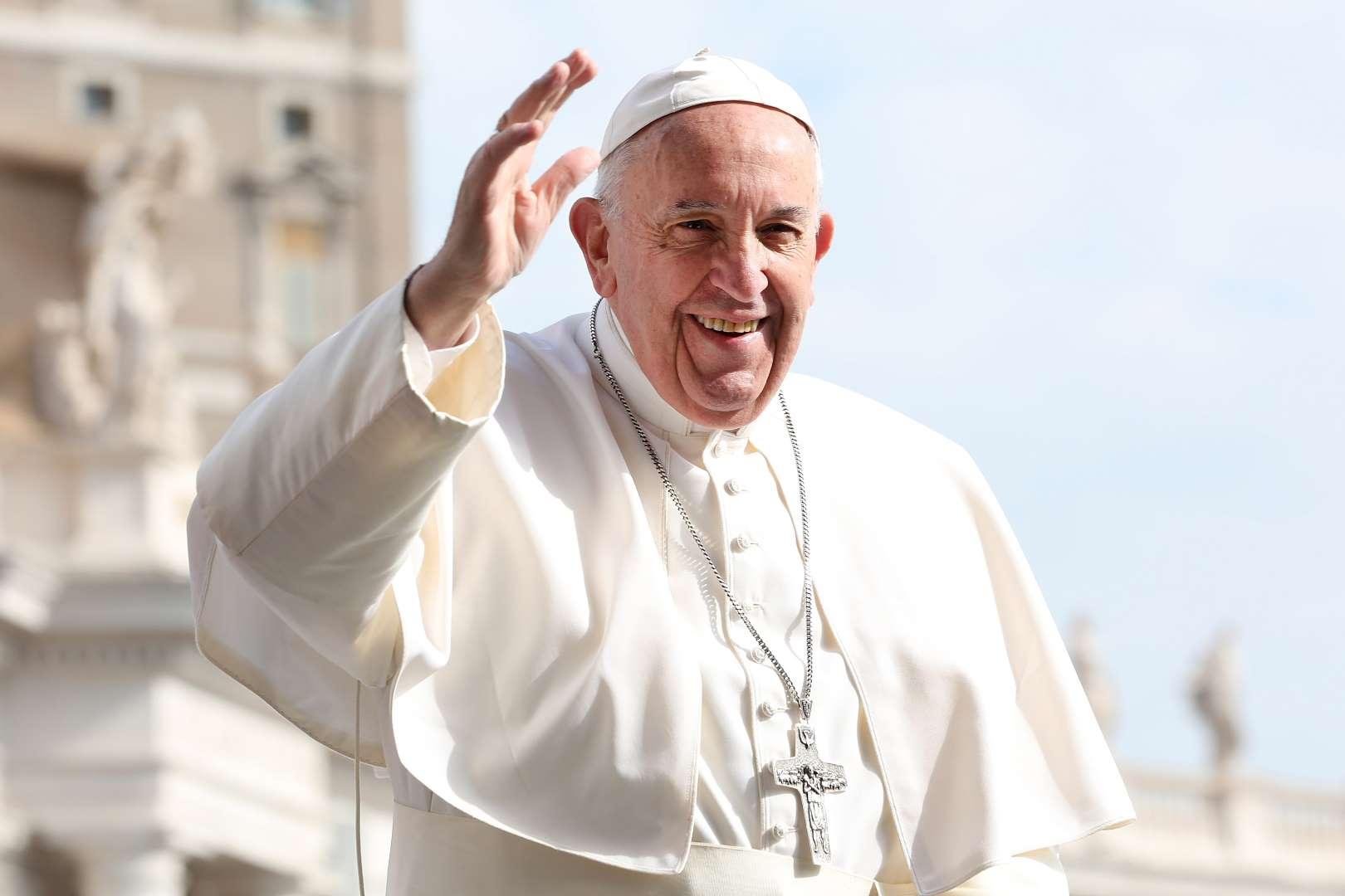 El papa compara con Hitler a políticos que atacan a homosexuales, judíos o gitanos