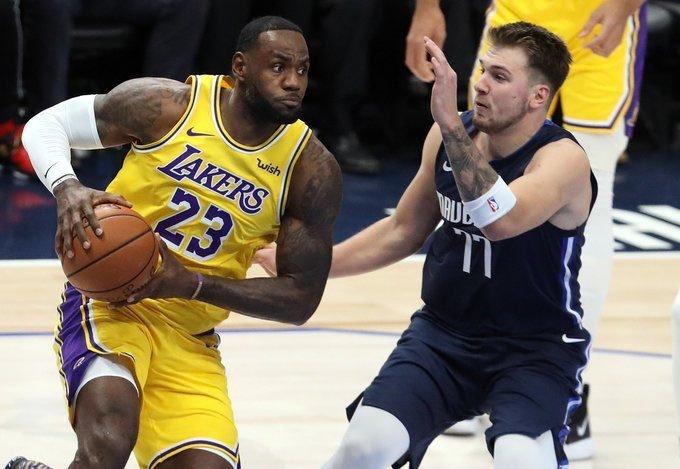 James y Doncic repiten triples-dobles; Heat humillan a Rockets