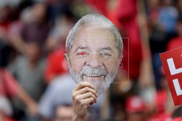 Lula dice que fue a la cárcel y no al exilio para probar mentira en su contra