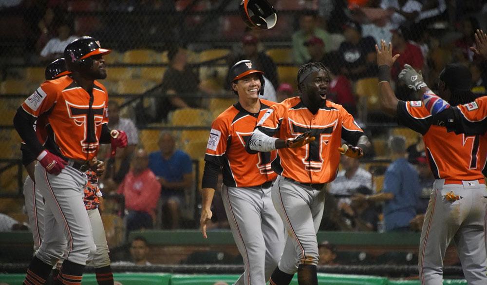 Toros igualan marca de victorias de los Leones en la liga dominicana