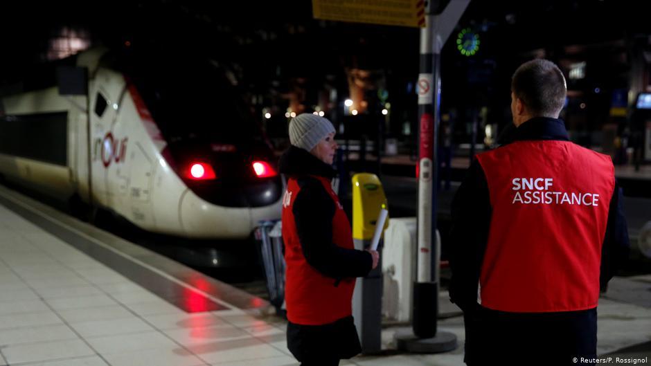 Trenes y vuelos anulados por la huelga contra la reforma de pensiones enFrancia
