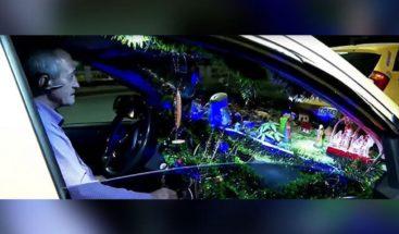 Taxistas convierte su carro en el más navideño de su ciudad