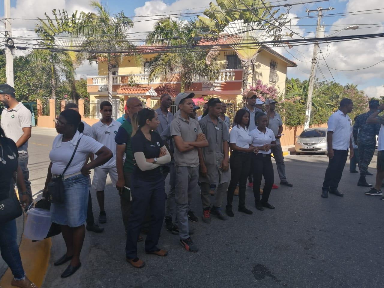 Clúster turístico Boca Chica se manifiesta contra EDEESTE por largas horas de apagones