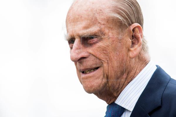 El duque de Edimburgo ingresa en el hospital por una afección preexistente