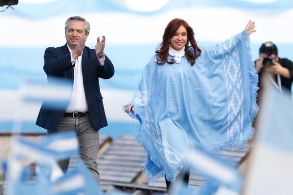 Alberto Fernández defiende a expresidenta y niega que lo ligara a corrupción