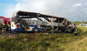 Dos muertos y 14 heridos al chocar camión y autobús en el centro de Cuba