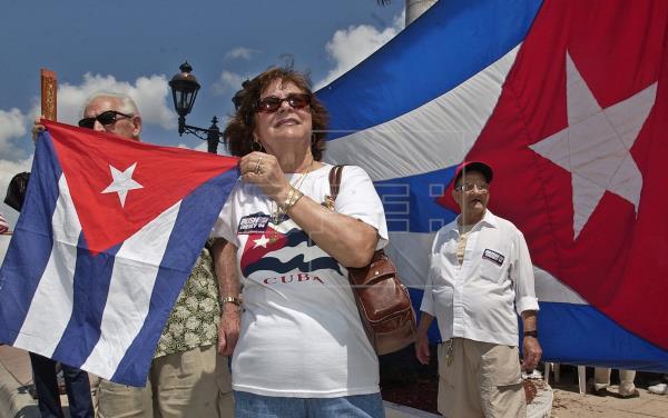 Manifestantes piden en Miami reactivar reunificación de familias cubanas
