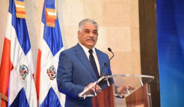 Canciller Miguel Vargas instruye priorizar solicitudes de venezolanos con pasajes comprados