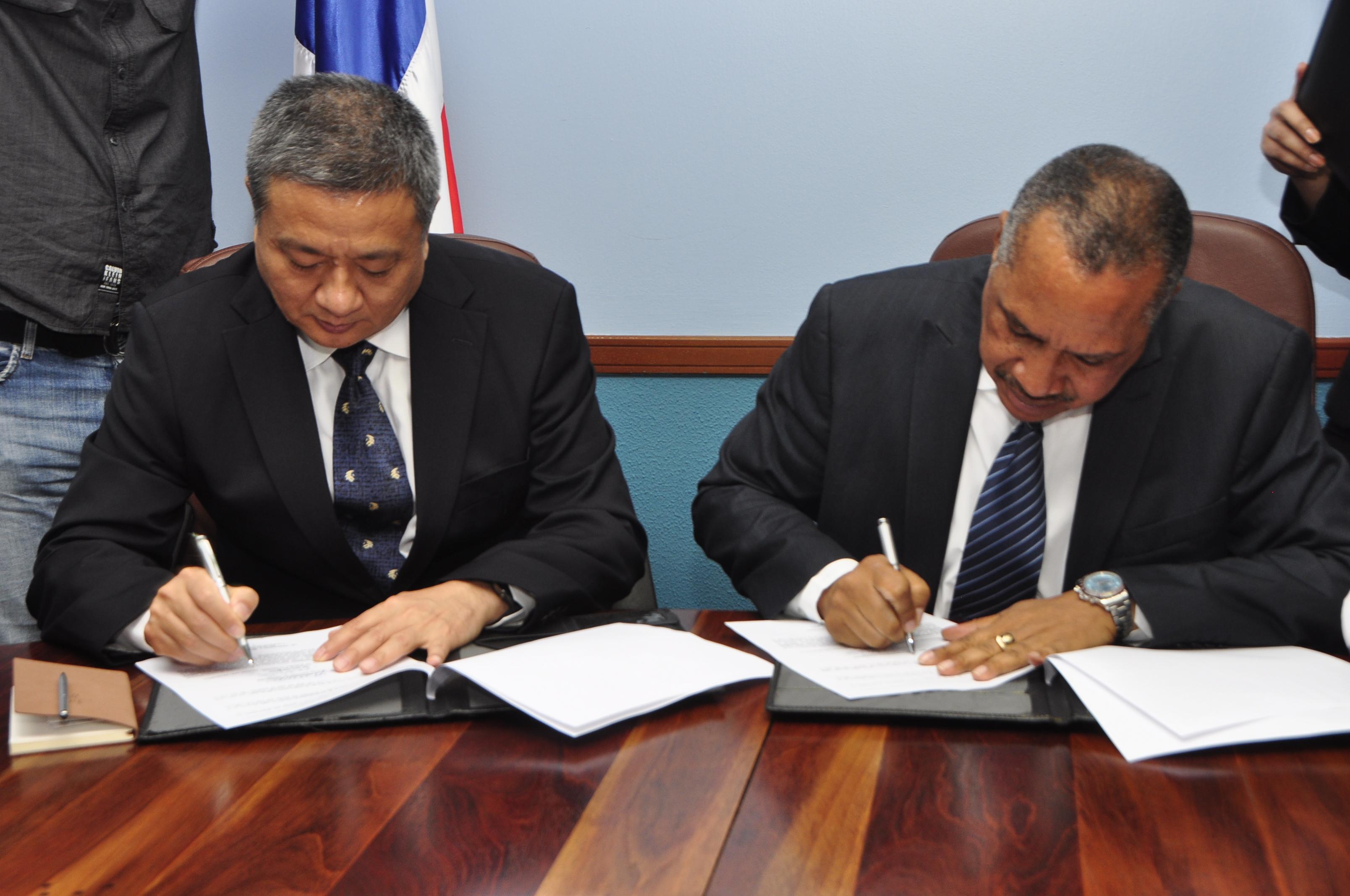 INDRHI y el CISPDR de China Popular firman acuerdo para el desarrollo proyectos hídricos