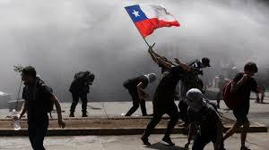 Protestas en Chile bajan de intensidad tras dos meses pero sigue descontento