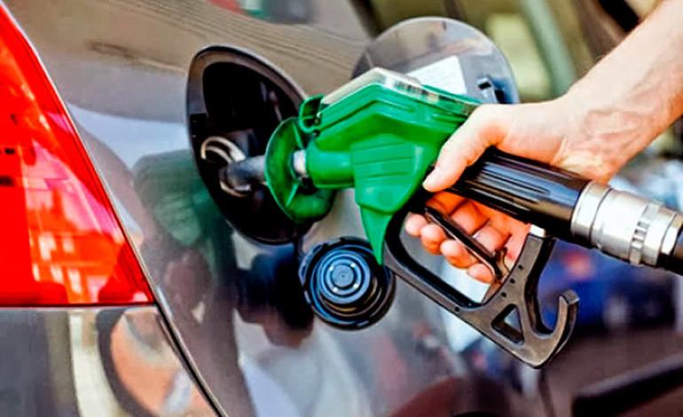 Gasolinas bajan más de dos pesos, otros combustibles suben