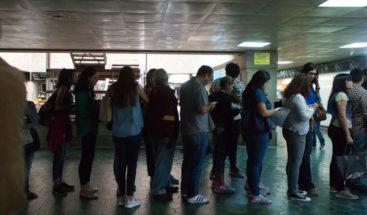 Largas filas en el consulado de República Dominicana en Caracas tras requisito de visa