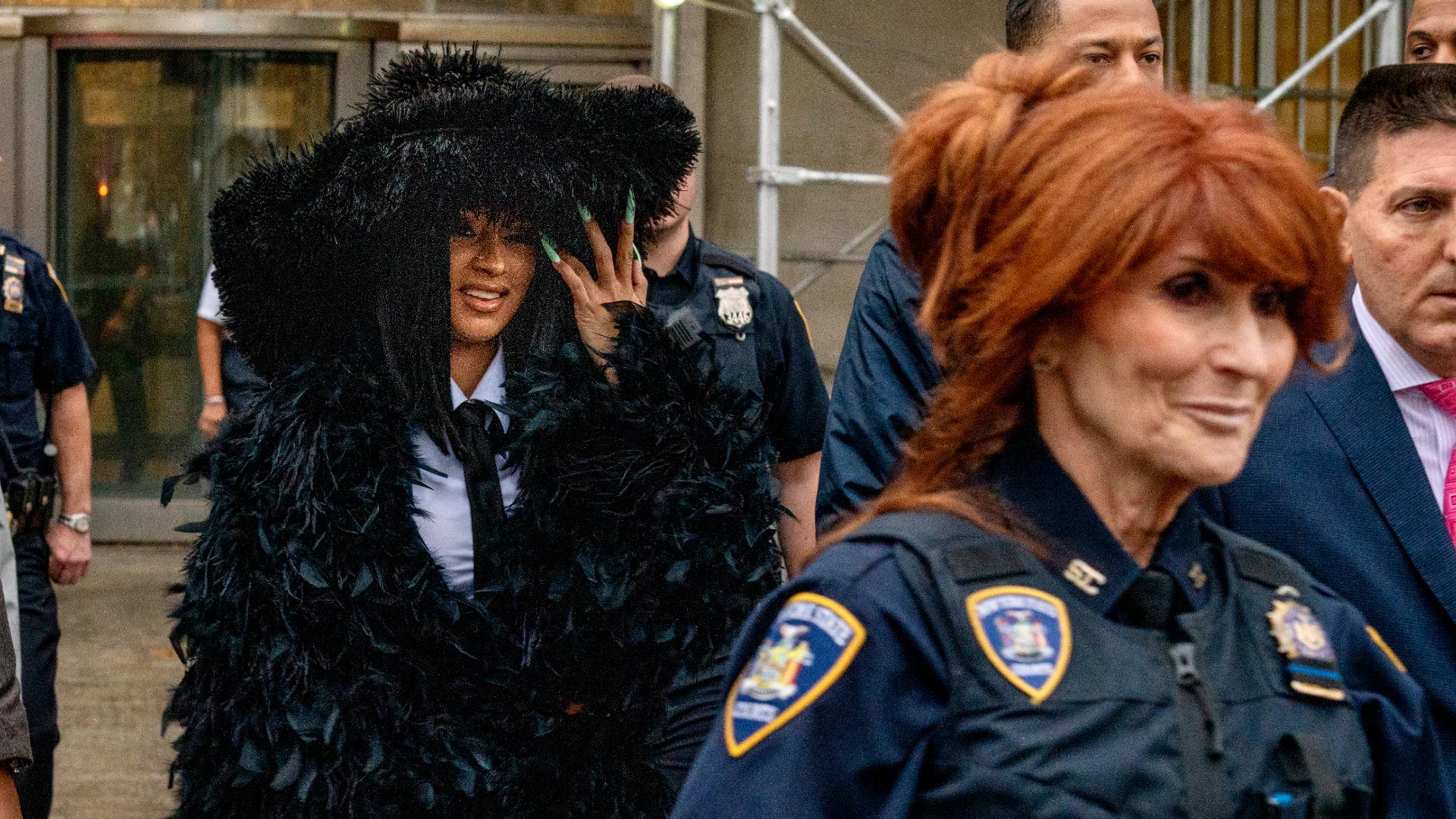 Llamativa aparición de la rapera Cardi B en tribunal de Nueva York