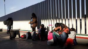 Miles esperan en México con miedo asilo de EEUU tras un año de nuevas medidas