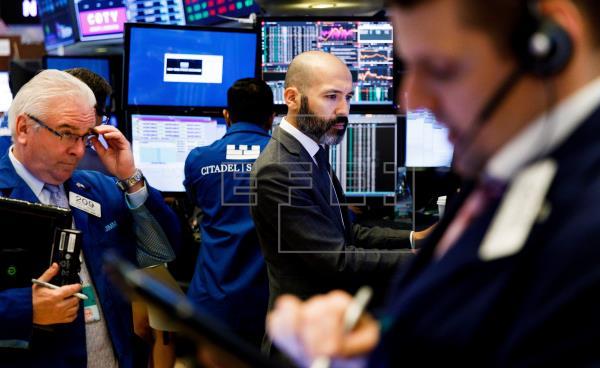 Wall Street inaugura el año 2020 con un triple récord