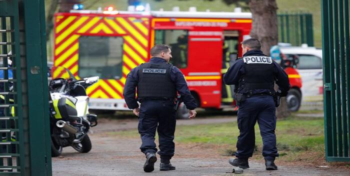 Al menos un muerto en el ataque con cuchillo de un hombre al sur de París