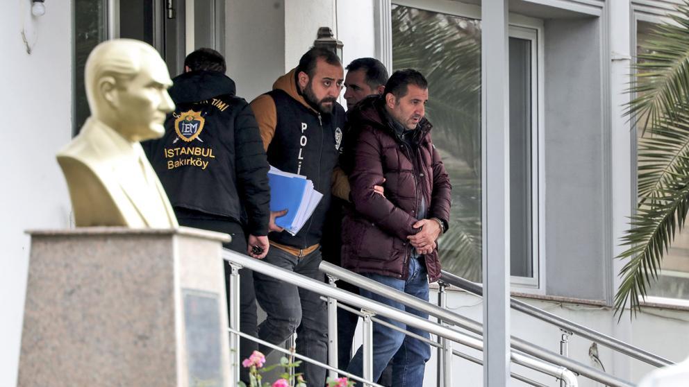 Prisión preventiva para cinco acusados de ayudar a fuga de expresidente de Nissan por Turquía