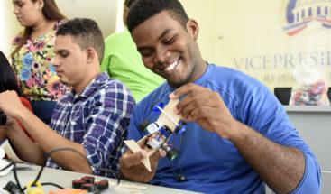 Proyecto busca que padres e hijos aprendan a fabricar juguetes usando tecnología
