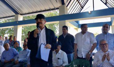 Presidente Medina realiza visita sorpresa a productores de Montecristi