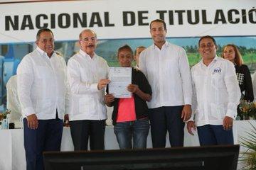 Presidente Danilo Medina entrega 1,911 títulos definitivos en Montecristi