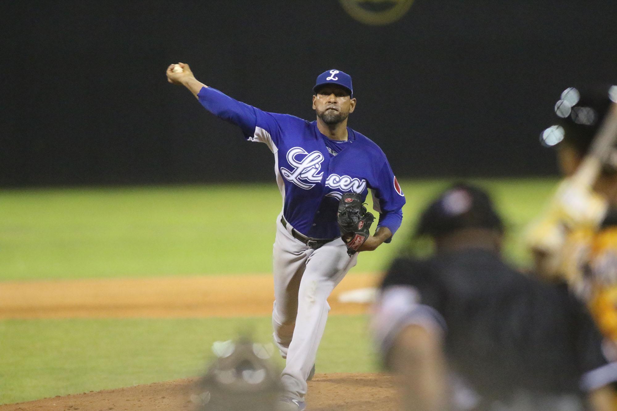 Pitcheo de Valdez da triunfo a Tigres sobre Leones en béisbol local