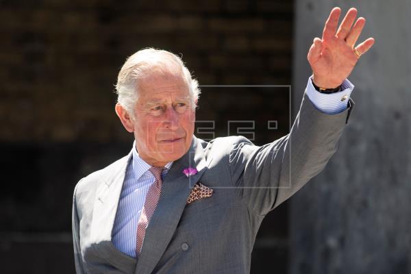 El príncipe Carlos acudirá al foro de Davos en un coche eléctrico
