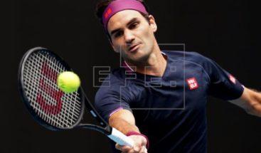 Federer y Tsitsipas se lucen; Djokovic cumple en una jornada de lluvia