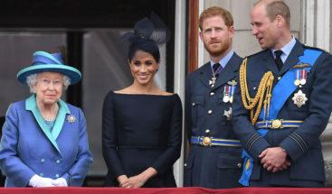 Isabel II pide resolver el estatus de los Sussex y Meghan viaja a Canadá