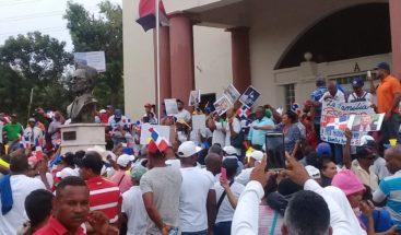 Familia Rosario persiste con reclamo y vuelve a repicar el Banco de Reservas