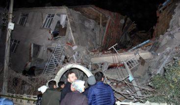 Al menos 18 muertos por réplica de terremoto al sureste de Turquía