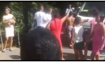 Multitud propina golpiza a hombre que supuestamente violaba a una menor en Moca