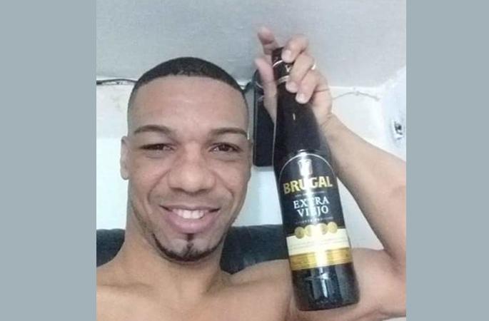 Video de preso tomando alcohol habría sido grabado en cárcel de Nagua