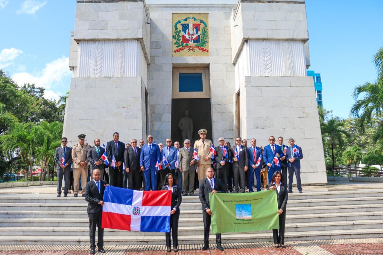 ETED realiza ofrenda floral en el Altar de la Patria en conmemoración al 176 Aniversario de la Independencia Nacional