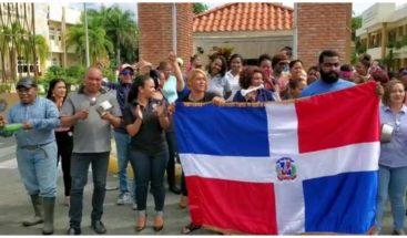 Protestan frente UASD en Bonao en demandan de que se aclare suspensiónde elecciones