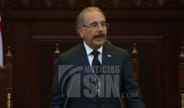 Presidente Medina presenta memorias en medio de crisis política y manifestaciones