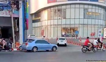 Aumentan a 17 los muertos por un tiroteo en un centro comercial de Tailandia