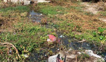 Residentes de Las Clavellinas en Azua piden se repare fosa séptica que contamina río Jura
