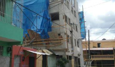 Denuncian derrumbe de edificio afecta escuela en Sabana Perdida