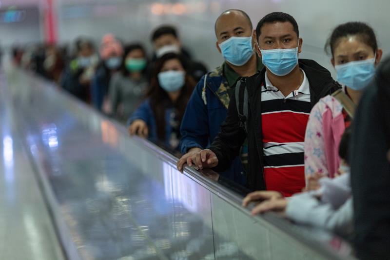 China eleva a 2.345 los muertos y a 76.288 los infectados por el virus