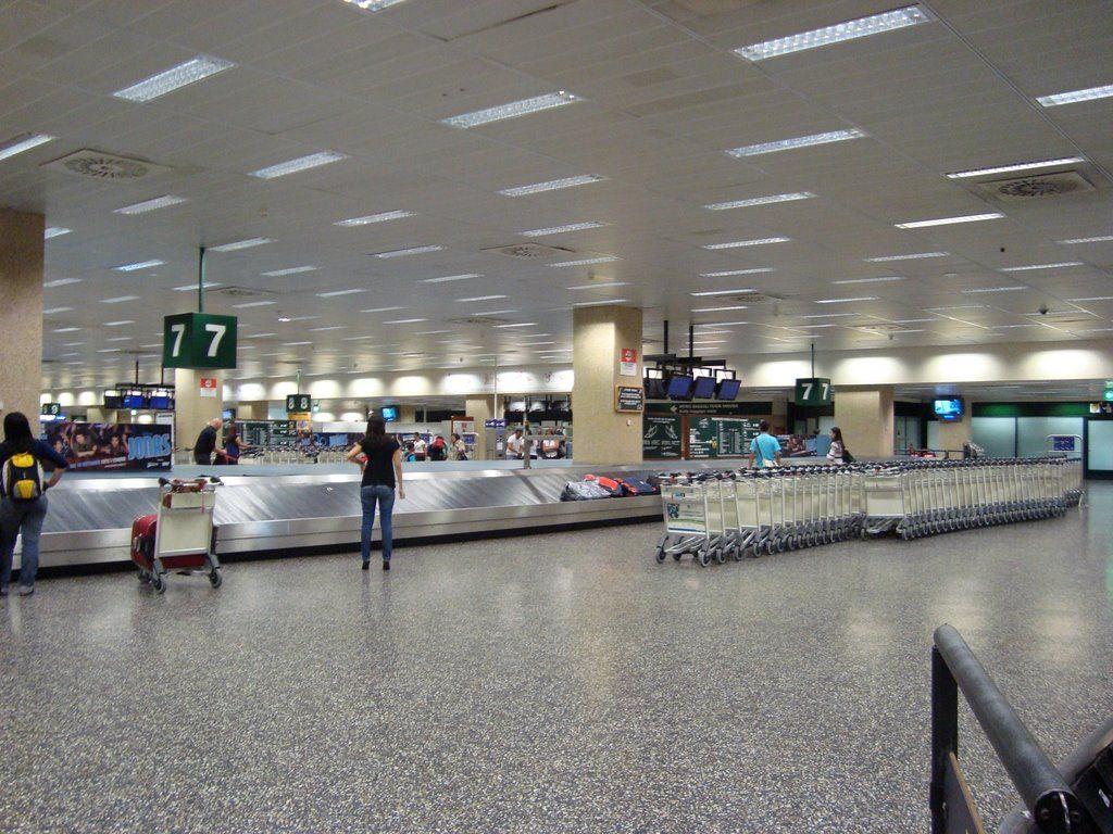 Un 32,5 % de turistas cancelan sus billetes de avión a Milán en tres días