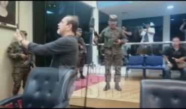 Efectivos del Ejército y Policía irrumpen en medio de sesión del congreso en El Salvador