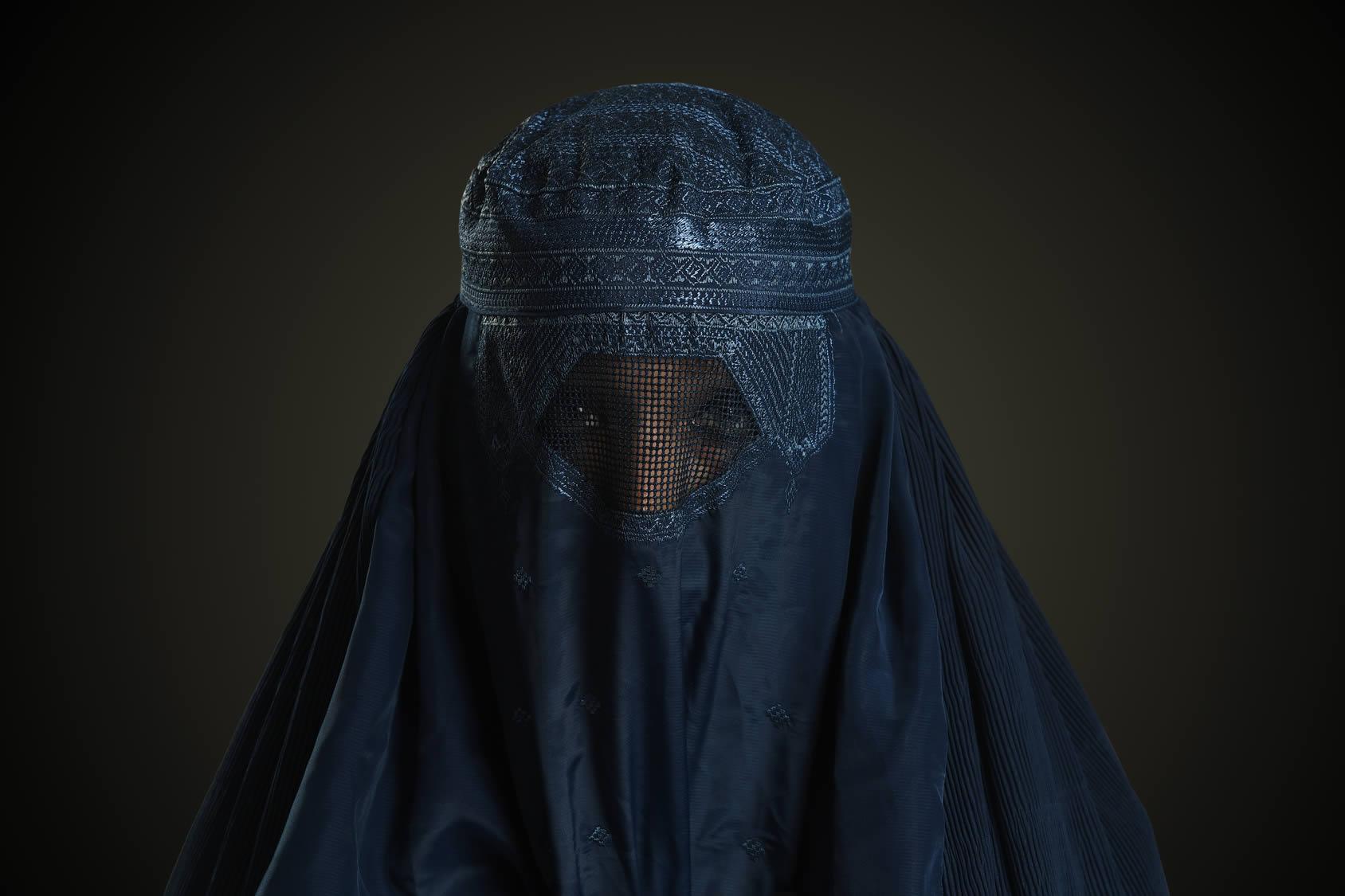 Hombre vestido con burka roba casi 1 millón de dólares en joyas en Nueva York