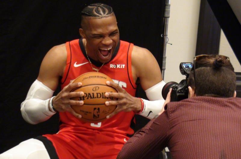 Westbrook llega a los 20.000 puntos; Zion ya lidera a Pelicans