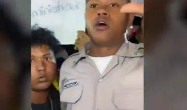 Agente de la Policía se subleva y se une a manifestaciones frente a JCE