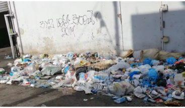 Gran cúmulo de basura arropa residentes en Villa Francisca