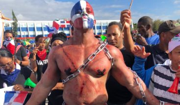 Trabucazo 2020: Manifestantes en la Plaza de la Bandera