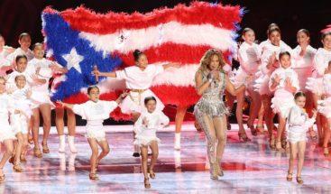 Alaban a Jennifer López por mostrar la bandera de Puerto Rico en Super Bowl