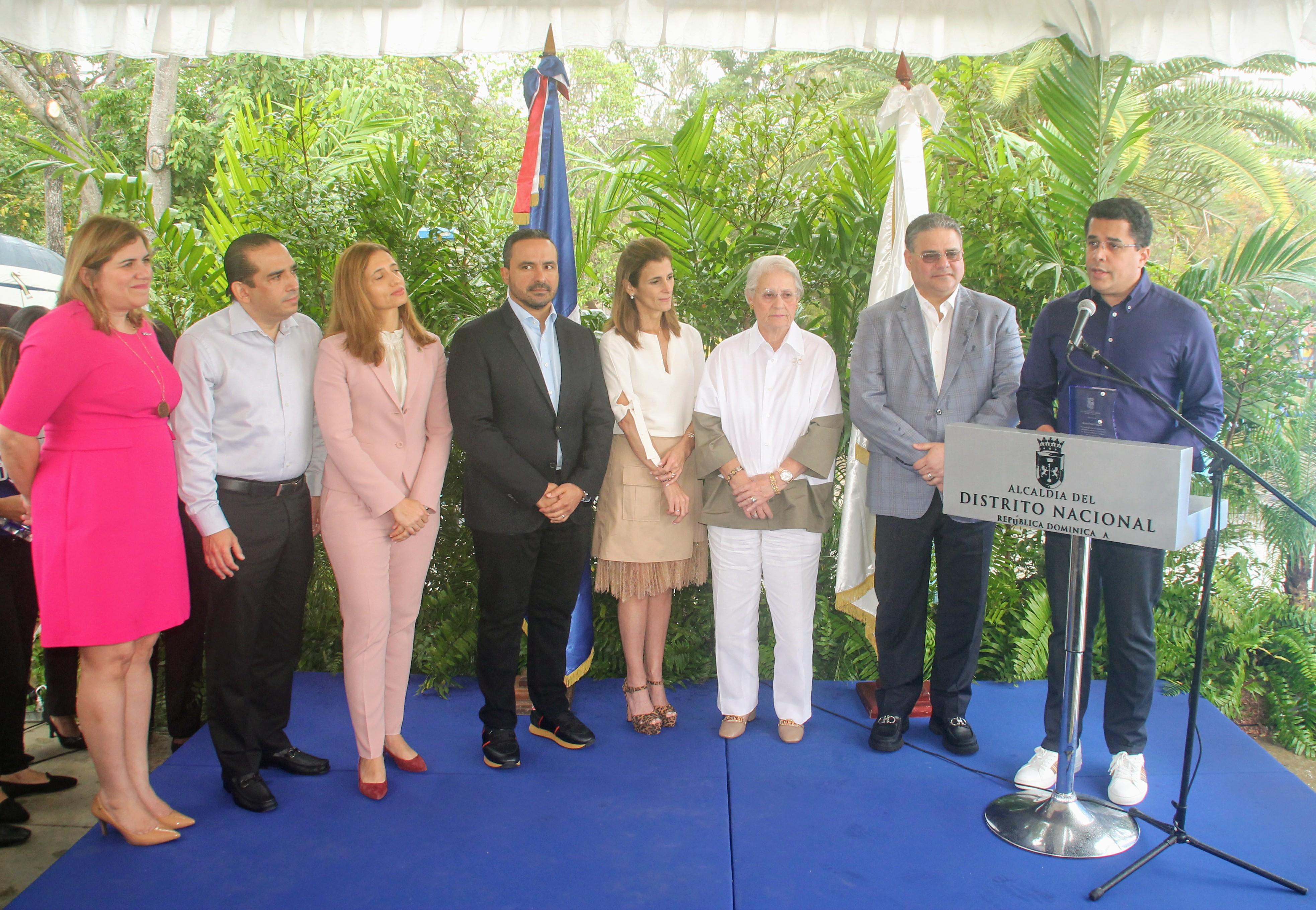 Alcalde DN entrega reconocimiento a pintores y empresas financiaron reconstrucción Avenida de la Salud