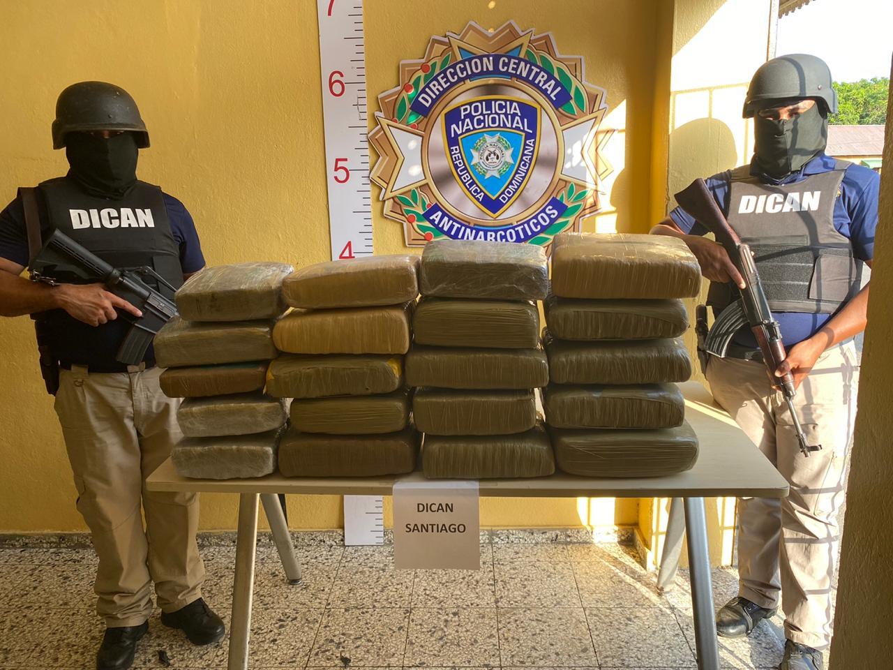 Decomisan 21 pacas de presumiblemente marihuana en Santiago