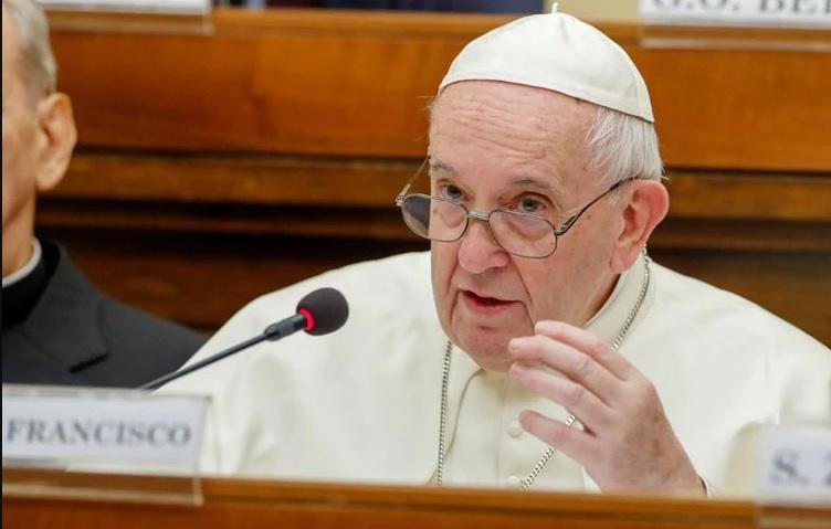 El papa rechaza que se pueda ordenar sacerdotes a hombres casados